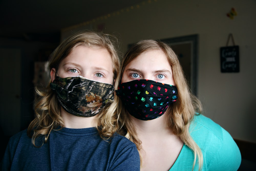 girl-wearing-face-mask